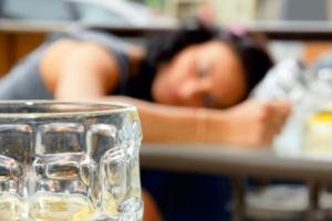 жена пьет часто